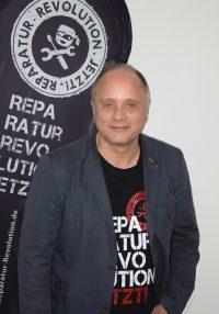 Detlef Vangerow mit der Reparatur Revolution