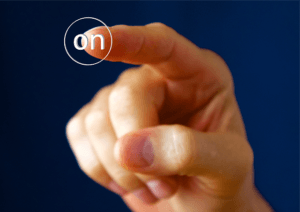 Finger am Knopf
